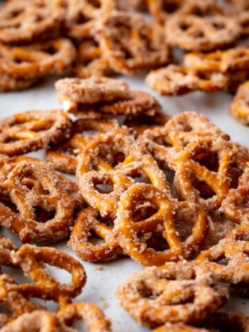 Small pretzel twists coated with cinnamon and sugar.